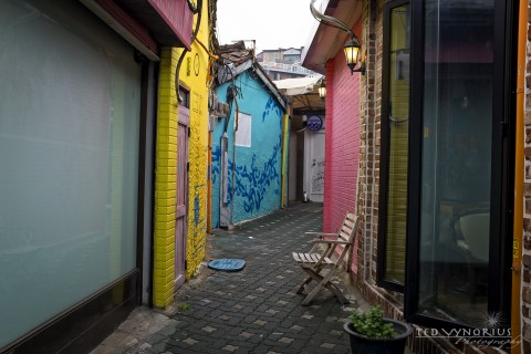 Colorful Alleyways of Itaewon…